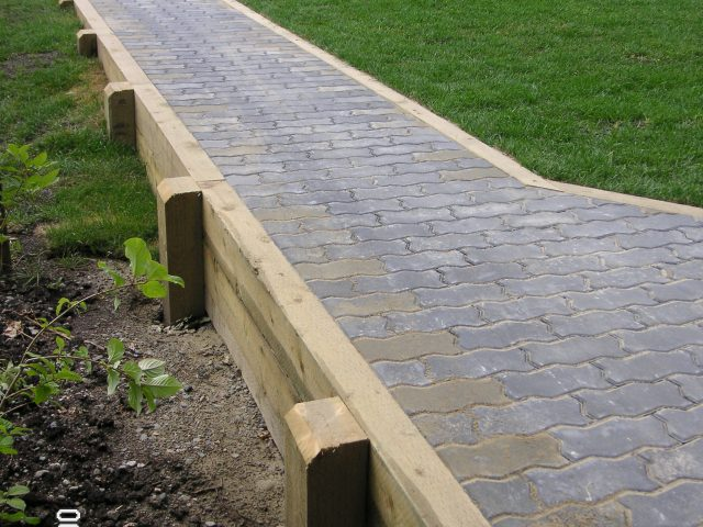 Paver Walkway With Retainment